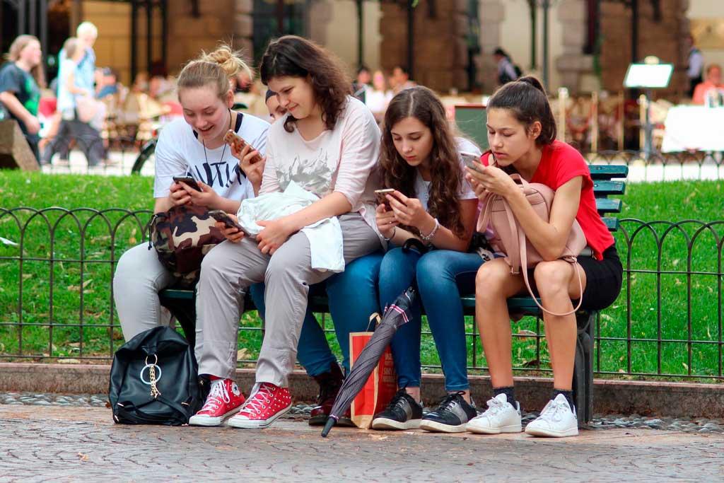 LOL: O fracasso do Facebook para reconquistar o público adolescente
