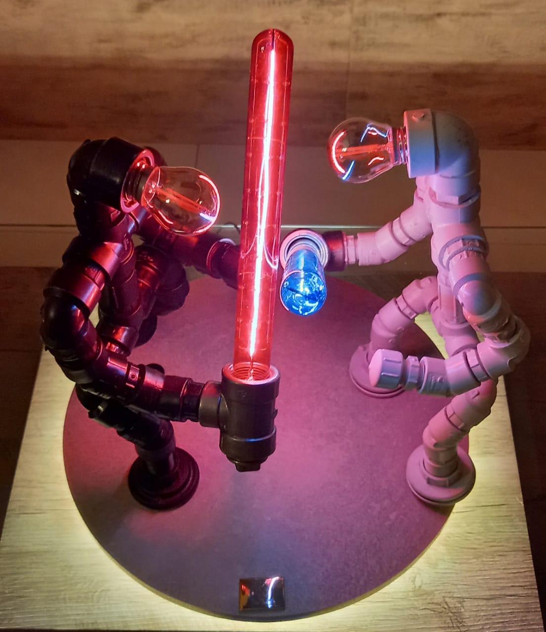 Para os fãs de Star Wars, a marca confeccionou peças que simbolizam cenas épicas da saga.